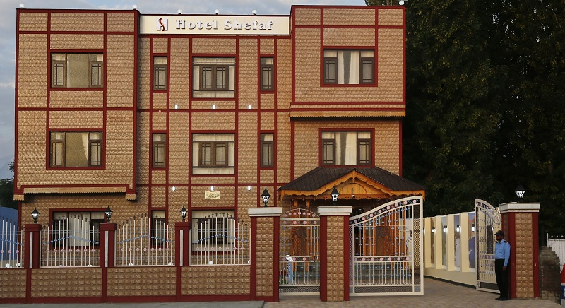 best hotel in kashmir